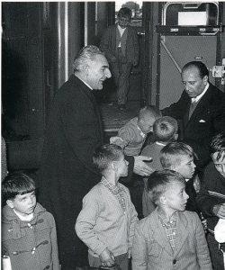 Don Pietro accoglie i fanciulli della Venezia Giulia Istria e Dalmazia