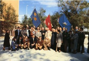 Nel 40° dell Opera Padre Damiani un gruppo di ex alunni e famigliari circonda il Padre